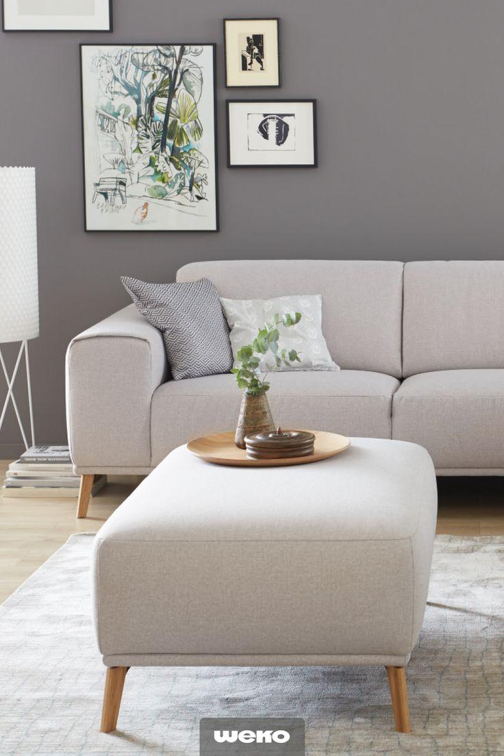 Gemütliches Sofa von SCHÖNER WOHNEN mit Holzfüßen. # ...