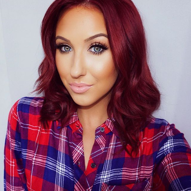 Jaclyn is so beautiful she's real, absolutely hilarious, down to earth and she's also a professional makeup artist! She has so many tips and tricks and beautiful tutorials that anyone can achieve on her YouTube channel! Definitely go check her out! YOU WILL NOT BE DISAPPOINTED