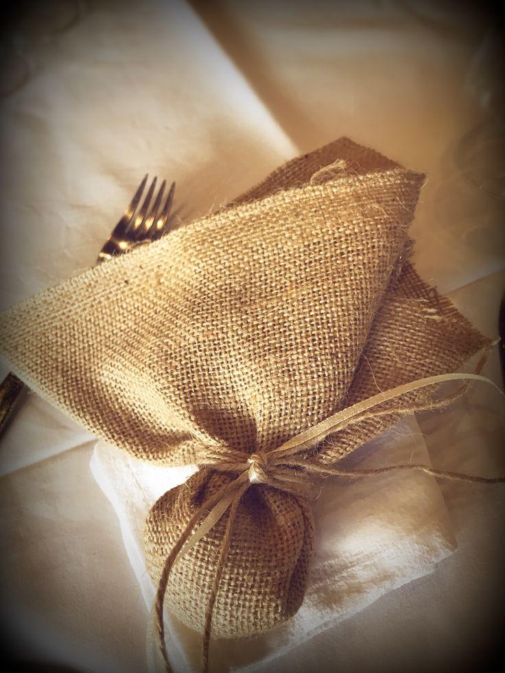 Μπομπονιέρα γάμου με μαντήλι λινάτσας...