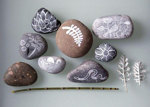 painted stones: Crafts Ideas, Art Blog, Paintings Rocks, Paintings Stones, Drawings On Rocks, White Paintings, Kids Artworks, Rocks Art, Rocks Paintings