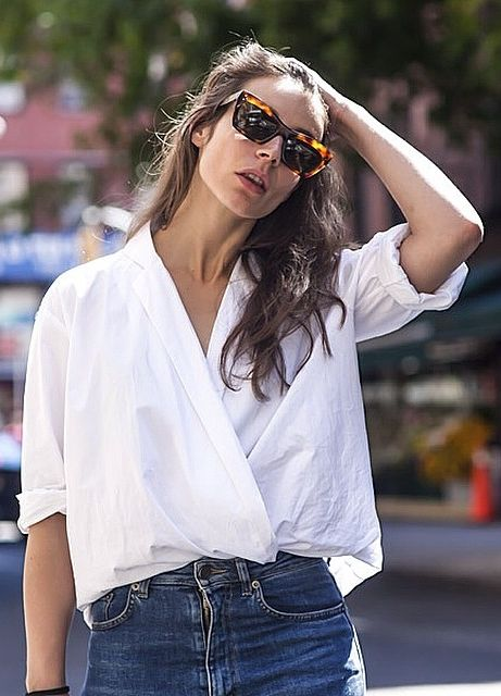 This Styling Trick Is About to Become the Next Big Thing For Button-Downs | Wrap-and-tuck