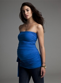 The must-have multi-way for versatile summer style, designed in signature Isabella Oliver jersey. Choose between a strapless, asymmetric or capped sleeve look and wear this multi-way bandeau top your way to create endless looks. This style works particularly well during pregnancy and post pregnancy.