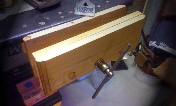 Workbench vice from reclaimed scissor jack