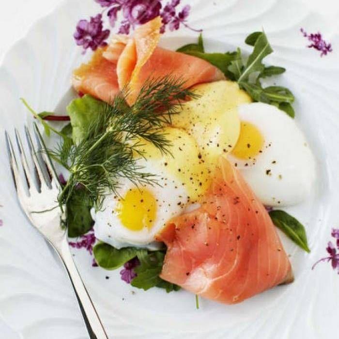 Pocherade ägg, hollandaisesås Och Rökt Lax
