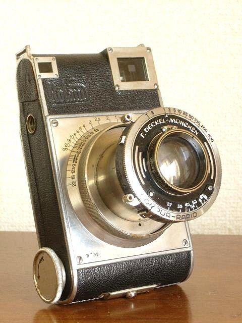 1931. Le Roland de Paul Rudoph. Objectif Kleinbild-Plasmat f/2,7 de 70mm. Mise au point télémétrique en surimpression dans le viseur. Camera Wiki.