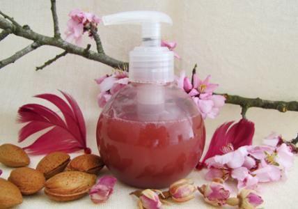 Recette : Shampooing-douche ayurvédique tonifiant Amande & Rose - Aroma-Zone