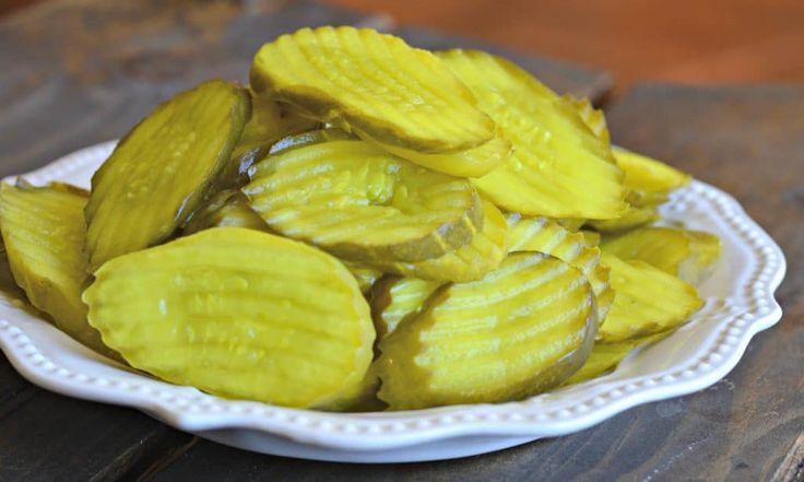 Estos pepinillos fritos extra crujientes son deliciosos y perfectos para dias cuando hay juegos en la tele. Pruebalos ahora!
