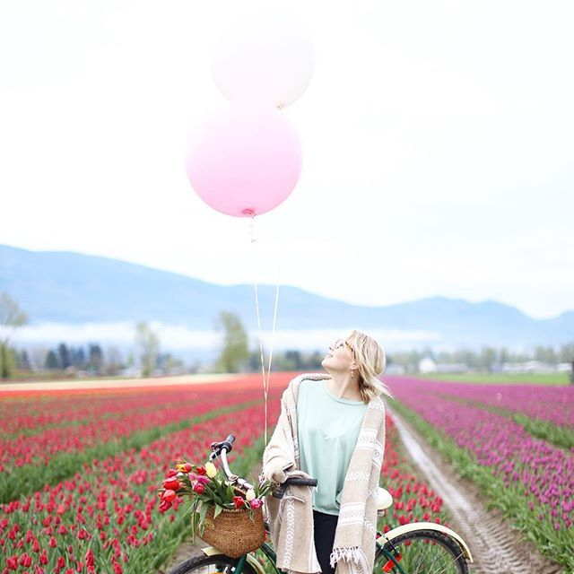 A magical morning 🌷 • Spent the morning at @tulipsofthevalley in Greendale! What a gorgeous scenery with the mountains around us! Thanks for putting on such a great breaky @sequel_events! We have some pretty amazing women in our community here! • Make sure to check out the Tulip fields now! They are something else! 📷: @juliechristinephotography (Edited by @posie.and.pine 😜)