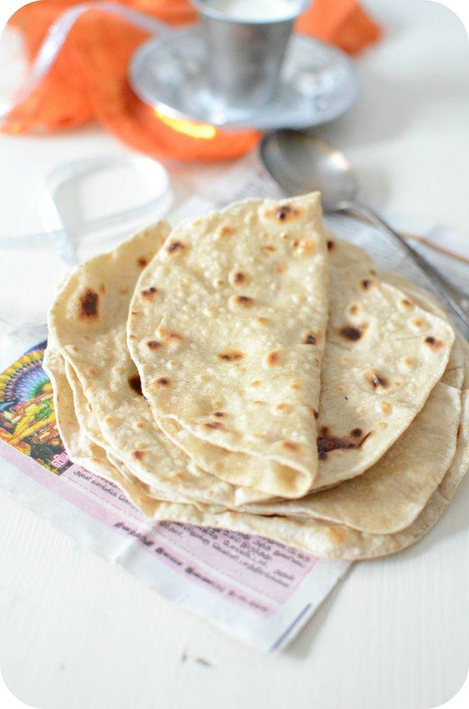 Chapati, Pain Indien - Ingrédients : - 100 g de farine complète - 50 g de farine de blé - 1/2 cuillère à café de sel - 6,5 cl d'eau - Ghee ou Beurre