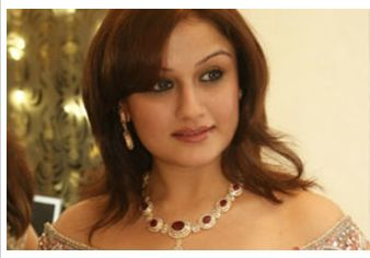Sonia Agarwal made a debut in Telugu  film Nee Premakai, and in Tamil it was 'Kadhan konden'. She predominantly acted in Tamil films like kovil,  Pudhupettai, '7G rainbow colony' to name a few. She has given her f