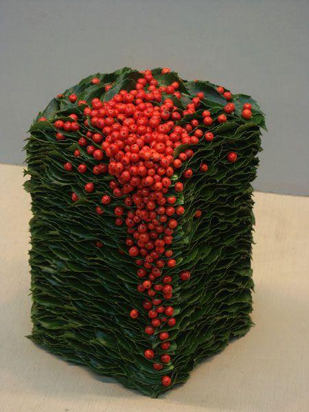 Floral art with berries in the arrangement ~  Stef Adriaenssens | http://www.floristiek.com/ - Master
