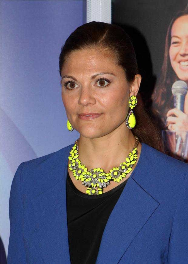 Swedish Crown Princess Victoria wears a beautiful yellow necklace and earrings during presentation of the Junior Water Prize in Stockholm, 4 Sep 2013