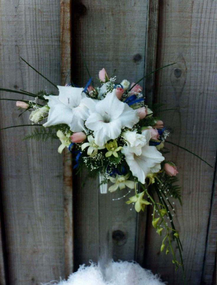 Crescent bridal bouquet bridal bouquets pinterest for Crescent bouquet