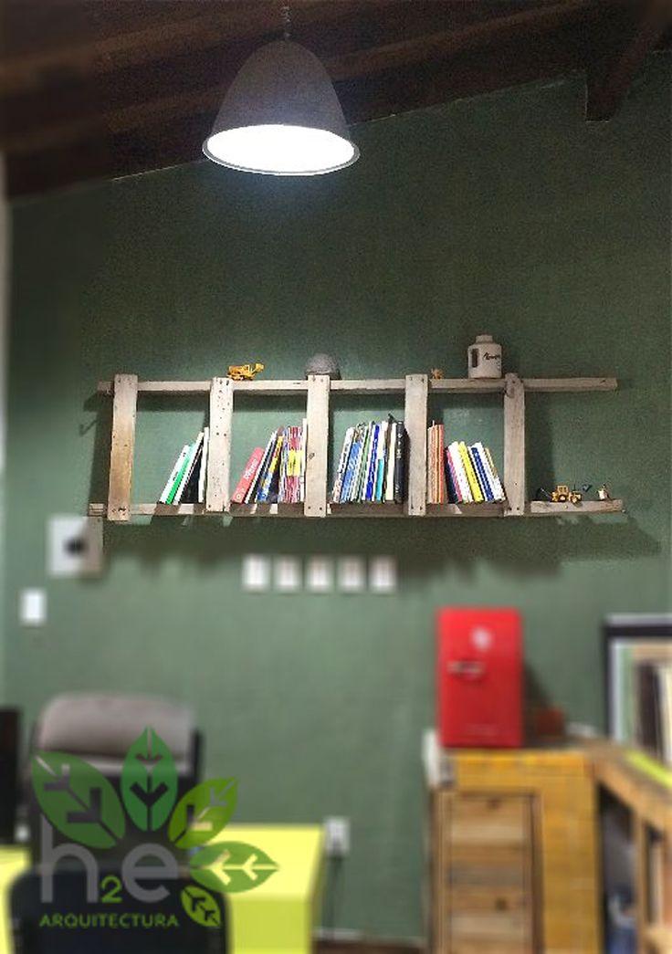 Repisa vintage, de escalera de madera rustica. H2E ARQUITECTURA