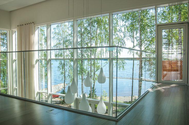 Villa Oliver sisustus- ja valaistussuunnittelu Bassotalo Villa Oliverin sisustus voitti 2. sijan yleisöäänestyksessä Kuopion asuntomessuilla 2010. Nelihenkisen perheen tilava ja valoisa kivitalo sijaitsee omarantaisella tontilla. Kodissa arjen mukavuus ja luksus …