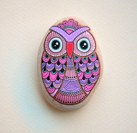 Hand Painted Stone Owl van ISassiDellAdriatico op Etsy