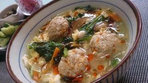 楽天が運営する楽天レシピ。ユーザーさんが投稿した「ふわふわ肉だんごと野菜のサンラータン」のレシピページです。ふわっふわの肉だんご入りで淡白になりがちなサンラータンも食べごたえがあります!野菜も入れて栄養価と彩りもUP!酸っぱ辛い食欲の出るスープです!。サンラータン。◆具材,人参,椎茸(干ししいたけ),小松菜,豆腐,卵,胡麻油,ラー油,◯肉だんご,ひき肉(豚か鶏)