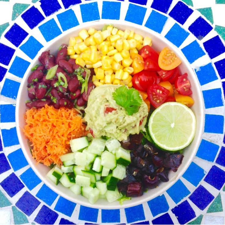 Mexicaanse regenboog salade