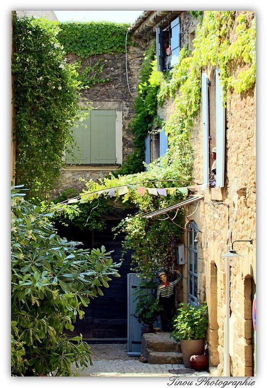 Dans les ruelles de Lauris. Provence toujours