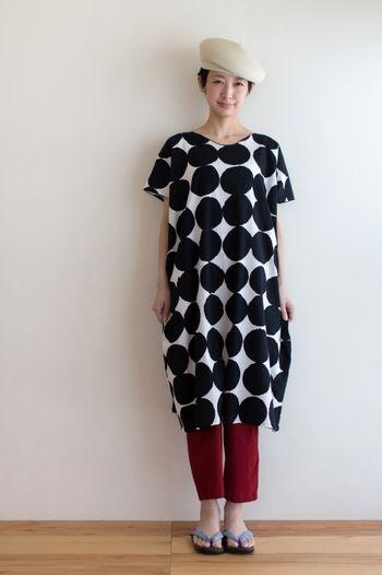 長方形の布を使って、ほぼ直線縫いで、作れてしまうのが「長方形ワンピース」です。