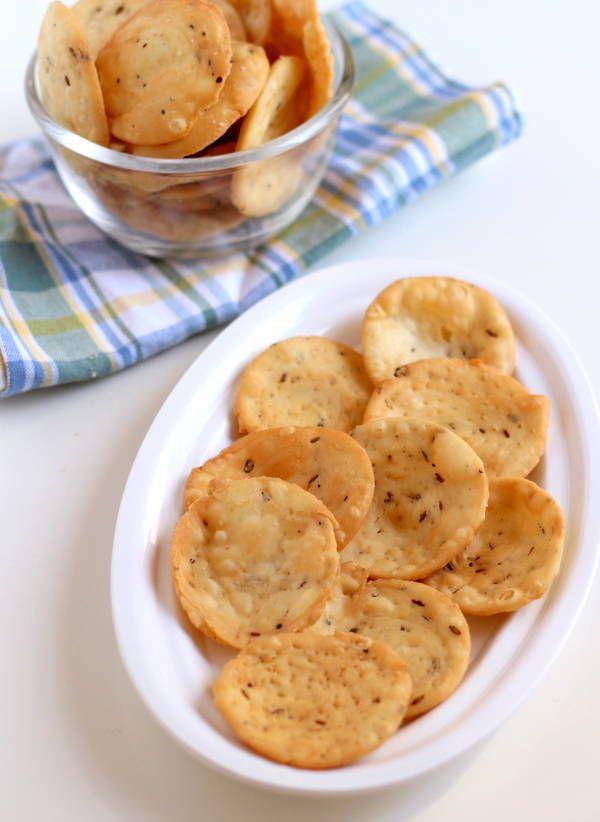 Farsi puri recipe: Crispy Gujarati snack recipe made from maida, served during Diwali festival. Farsi poori recipe with steps pictures.