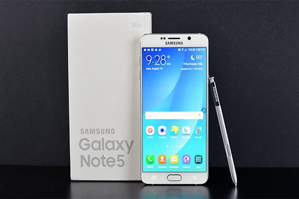 The Samsung Galaxy Note 5 is powered by 1.5GHz octa-core Exynos 7420 processor and it comes with 4GB of RAM. The phone packs 32GB of internal storage cannot be expanded. As far as the cameras are concerned, the Samsung Galaxy Note 5 packs a 16-megapixel primary camera on the rear and a 5-megapixel front shooter for selfies.