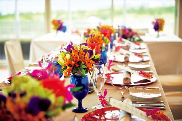 『アラマンダ チャペル』 南国のトロピカルな会場装花でゲストをお出迎え *沖縄 披露宴 会場一覧*