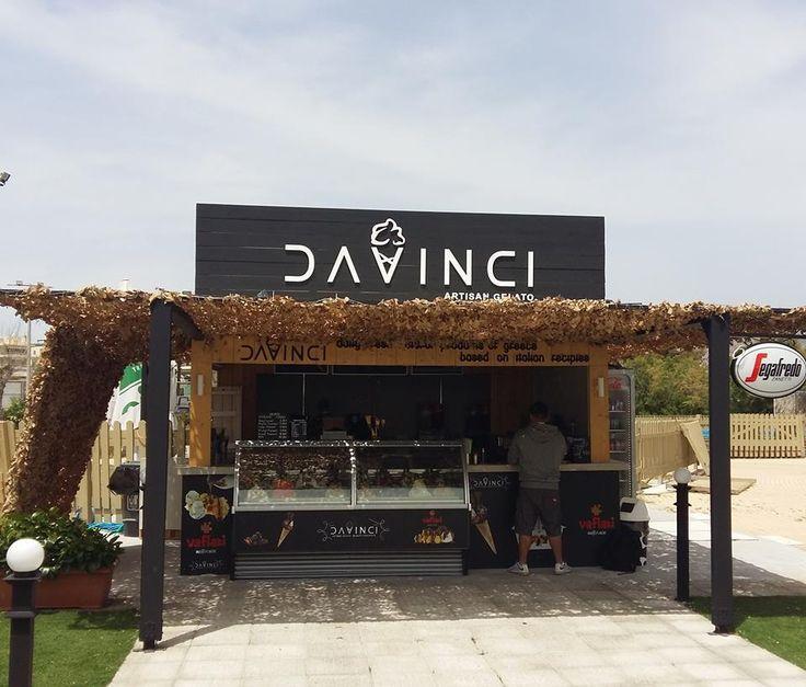 Μύκονος, Μοναστηράκι, τώρα το DAVINCI ARTISAN GELATO… και πάνω στη θάλασσα!  Αυτό το καλοκαίρι το Varkiza Resort αποκτά τη δική του μοντέρνα γωνιά, προσφέροντας φρέσκο αυθεντικό ιταλικό gelato! Ενδιαφέρεσαι να ανοίξεις το δικό σου DAVINCI?