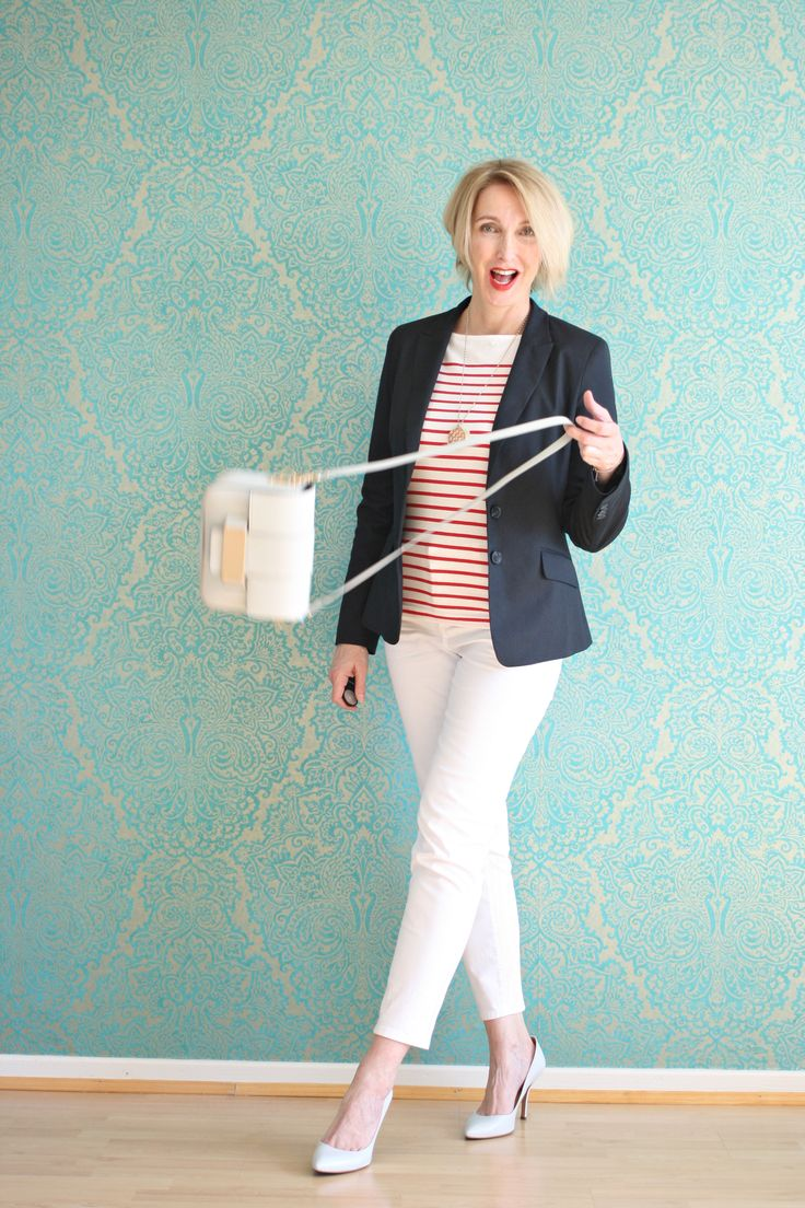 A fashion blog for women over 40 and mature women http://glamupyourlifestyle.blogspot.de/ Jacket: Zara Top and Bag: H+M Pants: NYDJ Shoes: Pura Lopez
