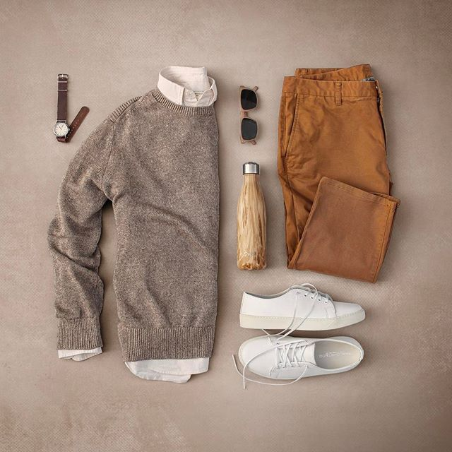 Tones of the earth. #grabergrid - Watch: @timex Sweater: @bananarepublic Shirt: @clubmonaco Shades: @colehaan Water Bottle: @swellbottle Chinos: @bonobos Sneakers: @rancourtco