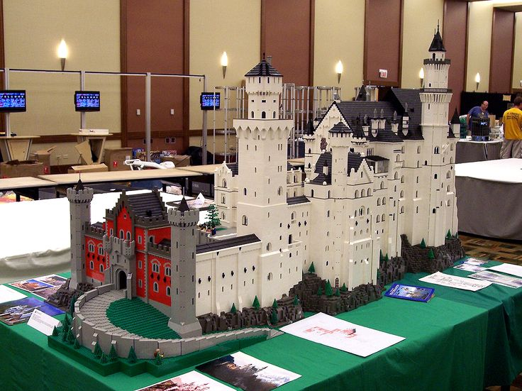 Neuschwanstein Castle, meticulously built of legos.