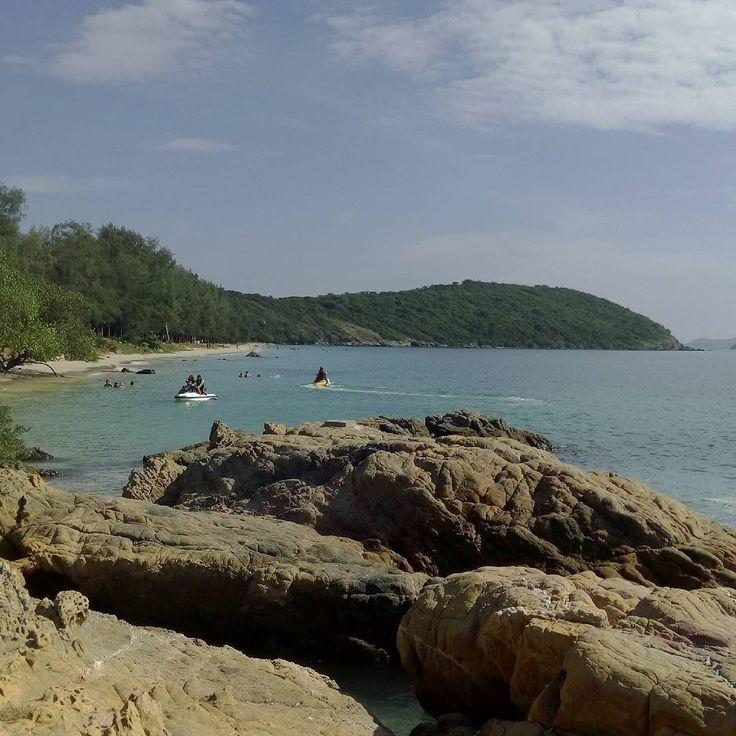 Sattahip military #beach  ### Этот #пляж мне понравился гораздо больше того что ближе к Паттайе. Но к сожалению сюда тоже начали возить туристов (интересно сколько стоит эта поездка? При том что въезд сюда считай бесплатный) и скоро тут будет такой же муравейник как на первом пляже.  #азия #таиланд #тай #туризм #путешествия #саттахип #asia #thailand #thai #sattahip #tourism #travel #trip #journey #instatravel #instajourney #instatrip #instaasia #asiagram #thaistagram #instathai #travelgram…