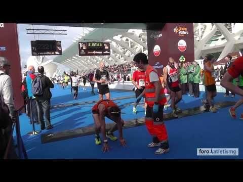¿Qué es un maratón? Valencia 2012 - Imágenes sobrecogedoras de sobreesfuerzo y valor!
