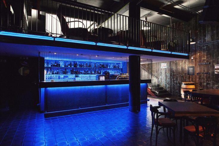 Modré podsvietenie baru