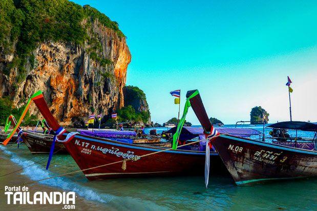 Railay Beach una hermosa zona de playas paradisíacas anclada en la provincia de Krabi. Vienes a descubrir con nosotros este lugar del sur de Tailandia? #playas #tailandia #krabi #vacaciones #viajar http://ift.tt/2n4tFYW