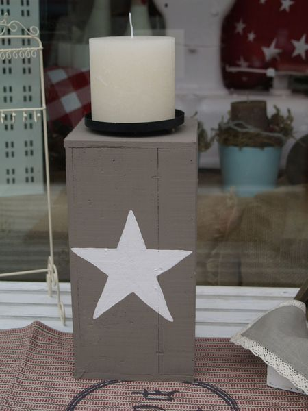 Kerzenständer+aus+Holz+grau+mit+weißem+Stern+von+Himmelsgold+auf+DaWanda.com