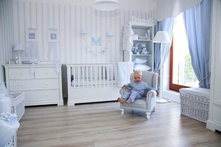 Linia francuska Caramella.pl zawiera meble niemowlęce oraz dziecięce: dwa rozmiary łóżeczek, komodę z przewijakiem, komodę bez przewijaka, regał, szafę dwu i trzydrzwiową, łóżko dziecięce 90x200 cm, szafkę nocną, biurko, półeczkę oraz skrzynię na dziecięce skarby.