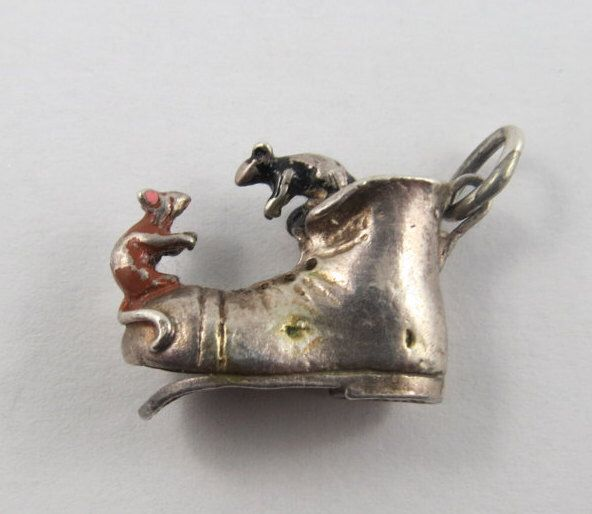 Little Mouse That Lived In A Shoe Sterling Silver Vintage Charm For Bracelet by SilverHillz on Etsy https://www.etsy.com/listing/233226572/little-mouse-that-lived-in-a-shoe