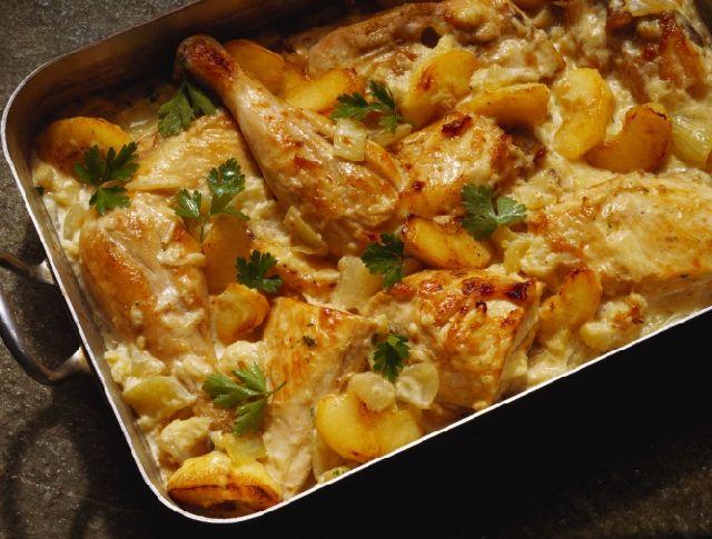 Egy finom Csirkés fazék ebédre vagy vacsorára? Csirkés fazék Receptek a Mindmegette.hu Recept gyűjteményében!