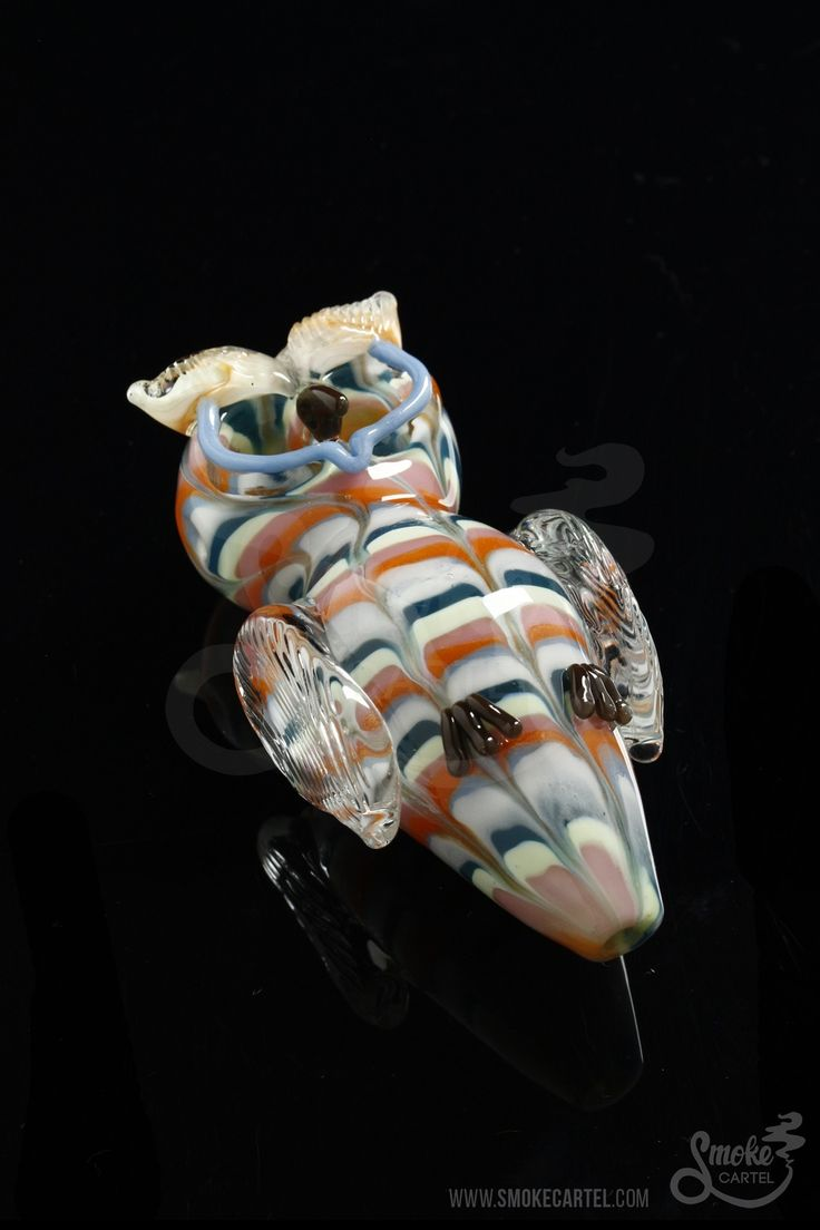 Double chamber bowls make this pipe a hoot! This spoon made by Glassheads were made with love from Savannah Georgia. This hand-blown beauty is sure to get the job done.  Both the eyes of the owl act as individual bowls, so you can mix and match different dry herbs & tobacco or taste test.   What a hoot!  This spoon is a perfect addition to any toker's glass hoard.