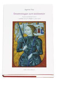 """Drottningar och sköldmör : gränsöverskidande kvinnor i medeltida myt och ve (inbunden): """"Varför bär hon manskläder? Man kan ju inte se på henne att hon är kvinna!, utbrister en av Jeanne dArcs rannsakare under rättegången mot henne på 1400-talet. Då var klädedräkten en viktig symbol för könsidentitet. Tvetydigheter om kön ville man till varje pris förhindra. På nordiskt område var det exempelvis enligt lag förbjudet för kvinnor att bära manskläder, och straffet för sådana identitetsbrott var…"""