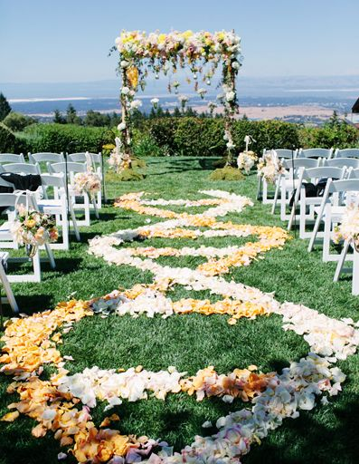 Ceremony Decor First impressions matter. If you're having aan outdoor summer wedding, hang orchid leis, colorful ribbon streamers or sun-catching glass ornaments on surrounding trees.