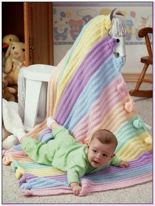 Aklımdan bebek battaniyesi örmek geçerken internetten araştırmalara başladım ne zamandır gözüme çarpan modelleri bir araya getirdim. Madem ...