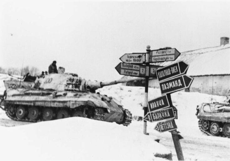1945, Hongrie, Le Panzerkampfwagen VI Tiger II (Königstiger) #300 du schwere Panzer-Abteilung 509