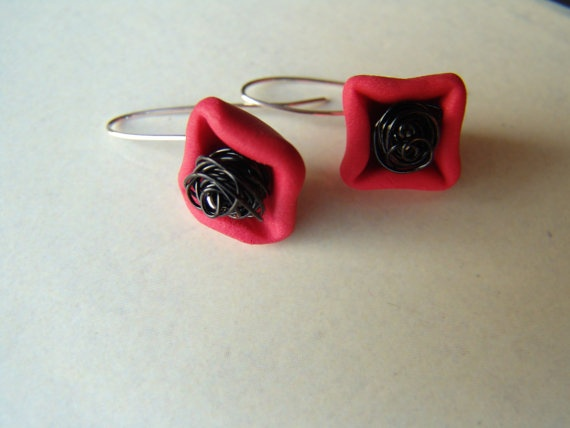 christmas star, sterling silver wire earrings binded with polymer clay beads and coper wire ,red,black,under 25