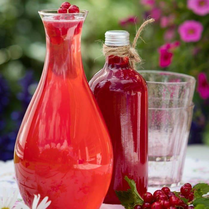 Saft på röda vinbär och vanilj