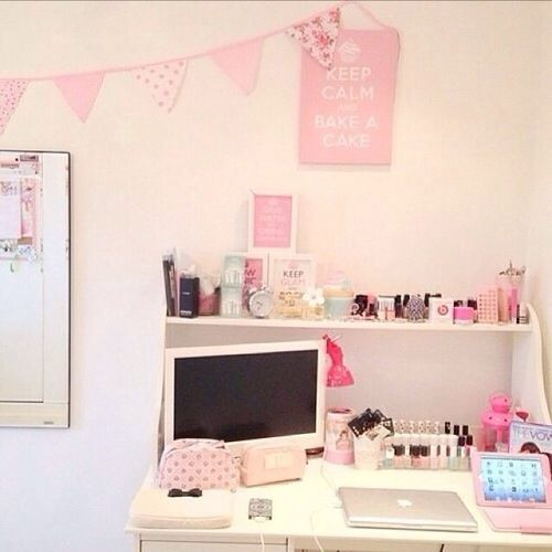17 best ideas about pink desk on pinterest simplified for Cute girly rooms