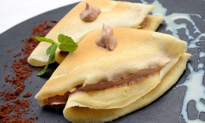 Eva Arguiñano nos propone una receta fácil perfecta para la merienda, crepes rellenos de crema de chocolate y café.
