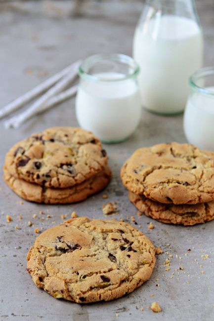 Pistachio Cookies | Pomegranates, Chocolate chips and Chip ...