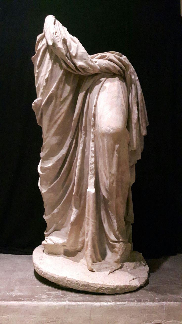 I sec. d.C. statua di Apollo di Kleomenes. Piacenza.  Palazzo Farnese